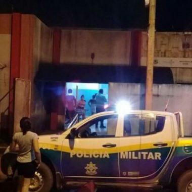 VIOLÊNCIA – Jovem sofre atentado a tiros no portão de casa