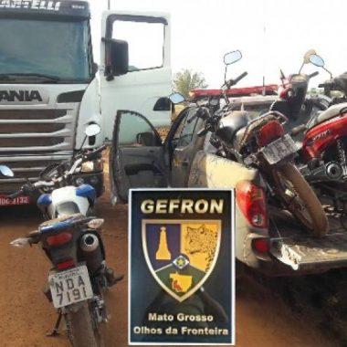 Policiais apreendem caminhão e capturam suspeitos que levavam para a Bolívia motos furtadas em Vilhena