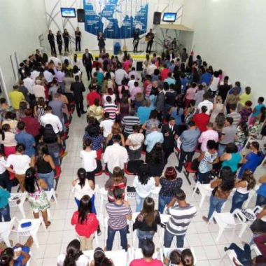 """Em Rondônia, igreja neopentecotal liderada por telepastor entrega """"sabonete consagrado"""" em culto pela família"""