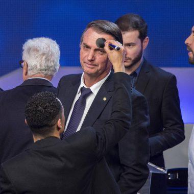 Principal atração do debate, Bolsonaro agrada críticos e apoiadores