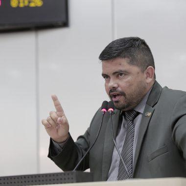 """Jesuíno Boabaid fala da """"dívida vergonhosa do Beron"""" e pede respeito ao Regimento Interno da ALE"""