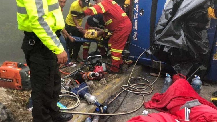 Acidente de ônibus mata 12 torcedores do Barcelona de Guayaquil