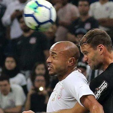 Roger admite que vive no Corinthians um dos piores momentos da carreira