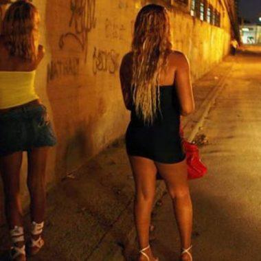 NA RUA – Homem é assaltado e espancado por grupo de travestis