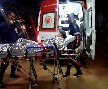 VIOLÊNCIA – Trio atacada desafeto com várias facadas em via pública