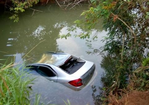 TRAGÉDIA – Casal e criança de 5 anos morrem ao cairem em rio