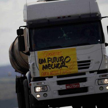 Alta de 14% no combustível mobiliza caminhoneiros e ameaça eleições