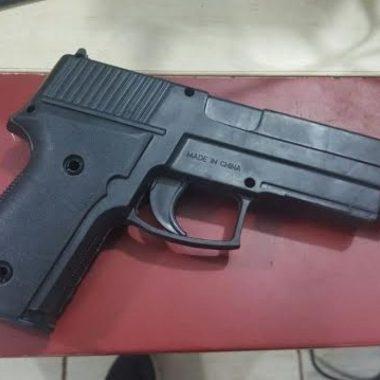 BEM FEITO – Menor é surrado tentando roubar mulher com arma de brinquedo