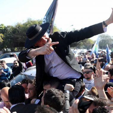 Bolsonaro critica Fachin por voto a favor de Lula