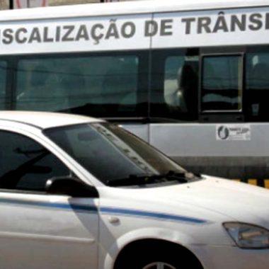 Taxistas e motoristas de aplicativos não podem exibir propaganda política nos veículos