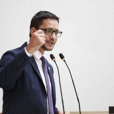 Assembleia aprova projeto lei do Deputado Anderson do Singeperon que garante a inclusão do ensino de Língua Espanhola na rede estadual de Educação