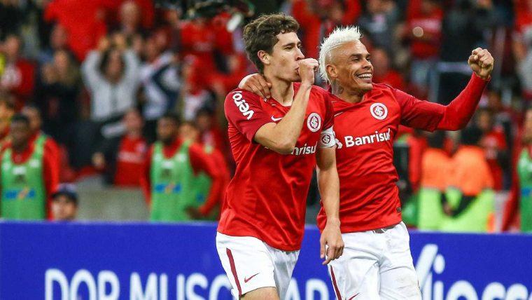 Inter bate o Flamengo e assume a liderança do Brasileiro