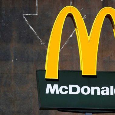 Tiroteio dentro de McDonald's deixa um morto e quatro feridos