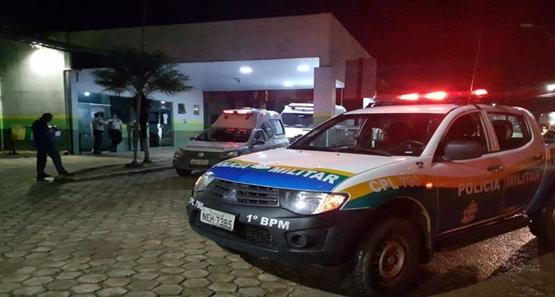 EMBRIAGADO – Polícia atira em jovem que teve a carteira porta cédulas confundida com arma de fogo