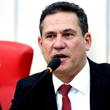 Maurão de Carvalho homenageia professores pelo seu dia