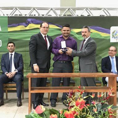 Deputado Jesuíno é homenageado com Comenda Coronel Jorge Teixeira