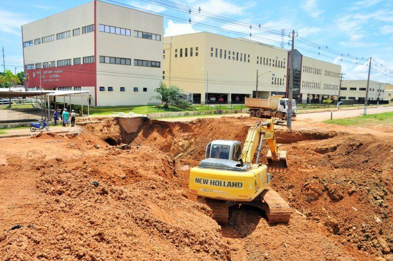 Aleks Palitot solicita providências para avenida Rogério Weber