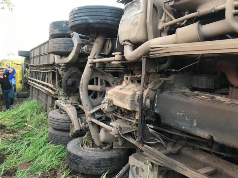QUEBROU – Falha mecânica teria sido a causa de acidente com acadêmicos na BR-364