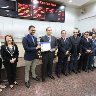 Deputado Anderson homenageia governador Daniel Pereira e Agentes Penitenciários