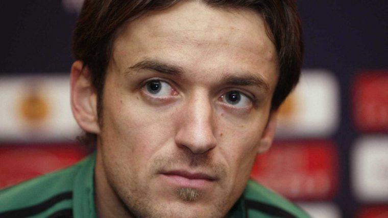 Pai de capitão do Stuttgart morre no estádio após vitória do filho