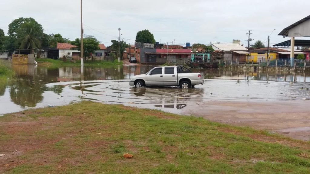 CHEIA – Água avança sob Centro da capital, ribeirinhos são atingidos