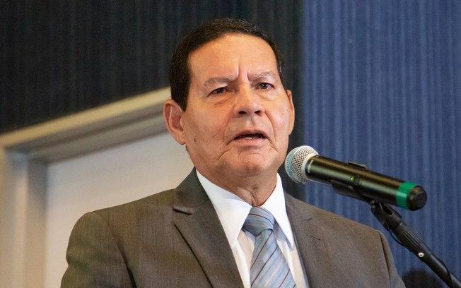 """Mourão diz que criminalizar a homofobia é """"passo além da necessidade"""""""