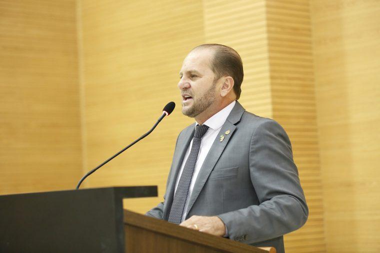Cirone Deiró sugere inserção de matéria sobre empreendedorismo e cooperativismo na grade escolar