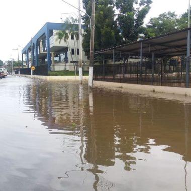 CHEIA – Rio Madeira avança e nível da água encosta no muro do TRE/RO; veja imagens