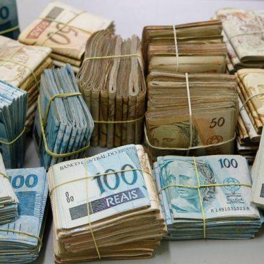 Trio invade casa amordaça família de policial civil rouba R$ 50 mil e três armas