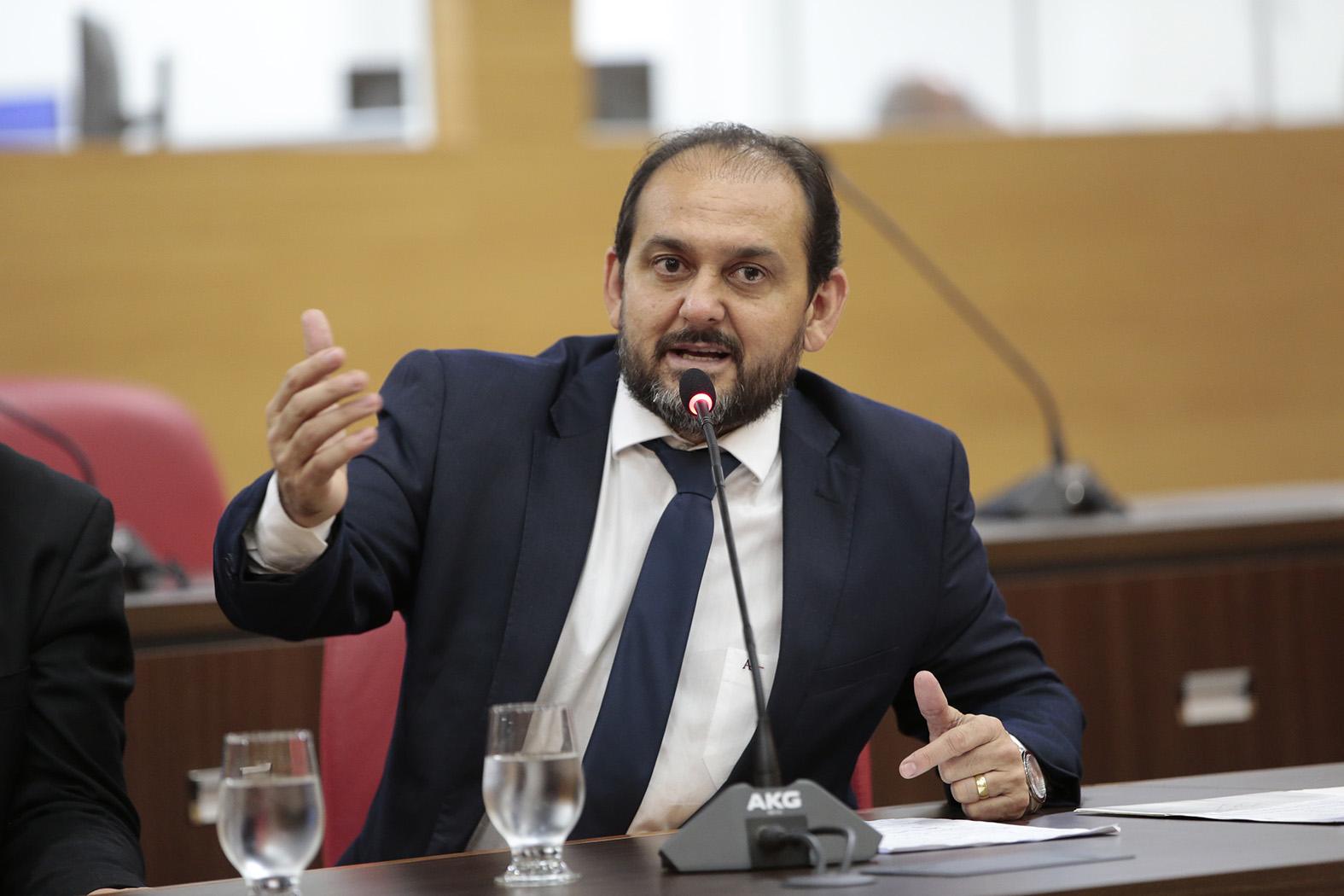 Presidente Laerte Gomes apresenta projeto que proíbe a contratação de condenados pela Lei Maria da Penha