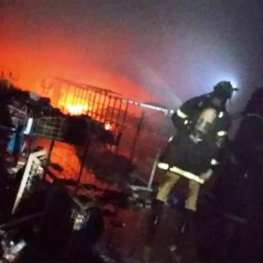 Incêndio destrói 10 lojas no Calçadão de Rio Branco e prejuízo ultrapassa R$ 5 milhões
