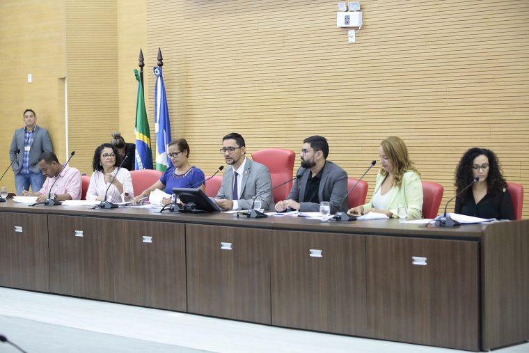 Assembleia discute PEC que trata da atuação de assistentes sociais, psicólogos, nutricionistas e fonoaudiólogos na educação