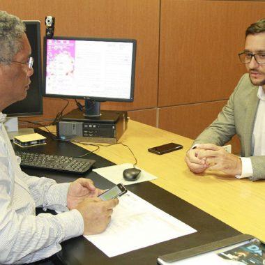 Deputado Anderson Pereira se reúne com secretário da Educação e escolas públicas podem ter retorno de vigilantes armados