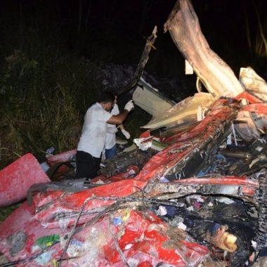 Três homens morrem após acidente entre três caminhões na BR-364