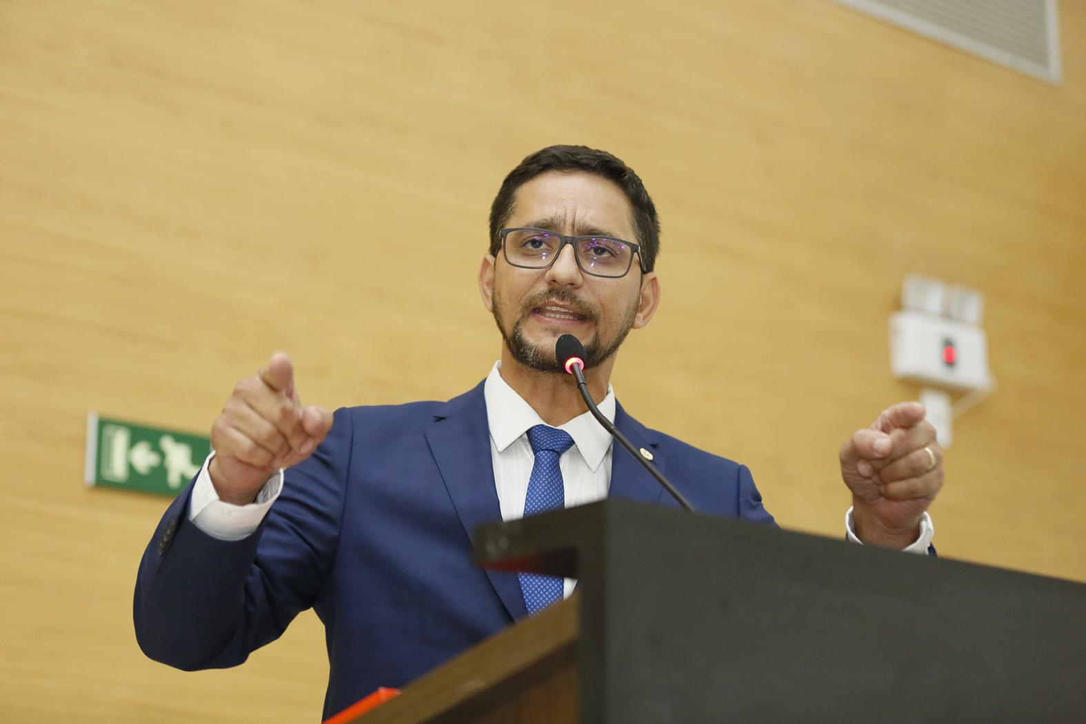 CCJR aprova projeto de Anderson Pereira que susta efeitos de decreto governamental e garante requisição de emissão de laudos ao IICC e IML competência exclusiva da Policia Civil