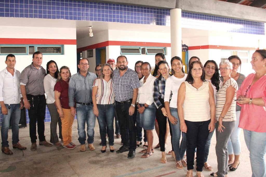 Em Nova Brasilândia, presidente Laerte Gomes entrega subestação em escola municipal e recursos de emendas