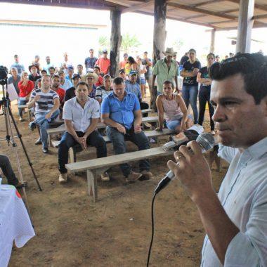 Deputado Marcelo Cruz se reúne com representantes da Idaron e produtores rurais em Cujubim