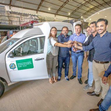 Presidente Laerte Gomes entrega ambulância que atenderá distrito de Nova Aliança, em Urupá