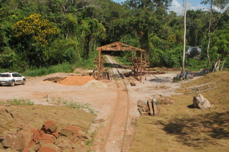 Prefeitura constrói estação e trabalha paisagismo para passeio da litorina