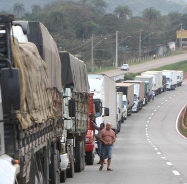Caminhoneiros bolsonaristas prometem invadir Congresso domingo