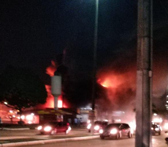 DESTRUIÇÃO – Incêndio consome loja da Rondobrás no centro de Porto Velho