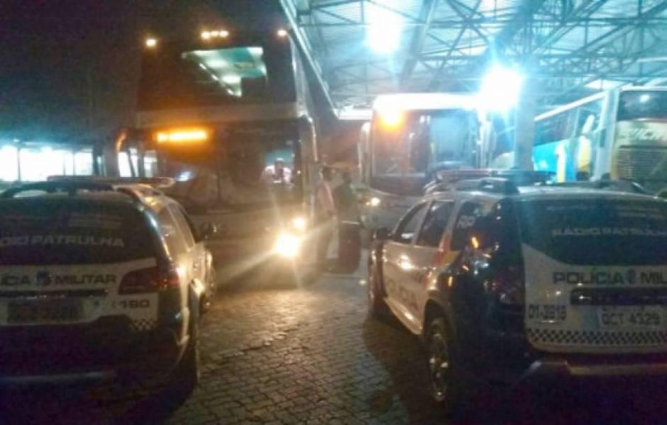 Mulher come coxinha, passa mal e é encontrada morta em ônibus que vinha do Mato Grosso para Rondônia