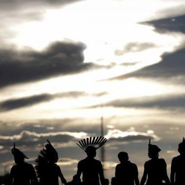 Índios denunciam invasão de garimpeiros e morte de cacique