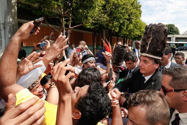 Jair Bolsonaro garante asfaltamento da BR-319