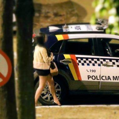 PM investiga policiais flagrados com prostitutas em viaturas