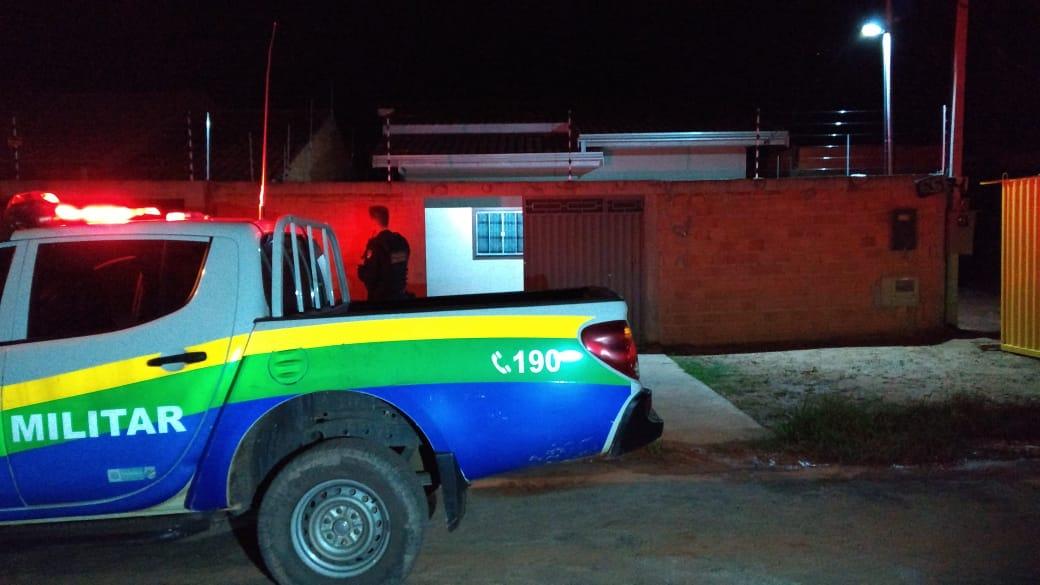 Armado com uma faca, apenado estupra vizinha e ataca policial militar