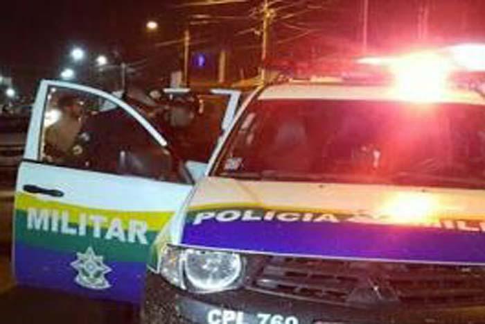 ESCAPOU – Homem salta de carro em movimento enquanto era levado para ser executado