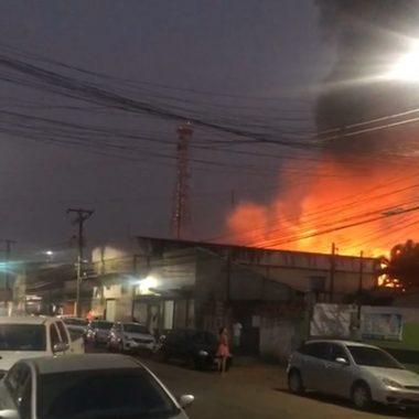 SINISTRO – Incêndio no Centro de Porto Velho destrói depósito de loja