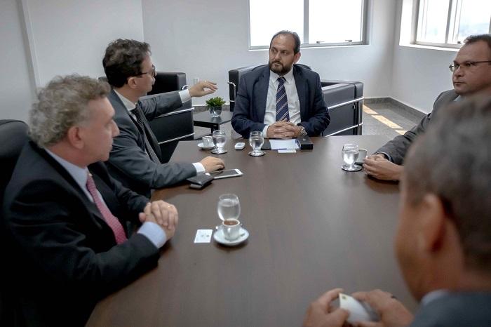 Dirigentes do Banco Brasil garantem permanência da superintendência em Rondônia durante reunião na Assembleia