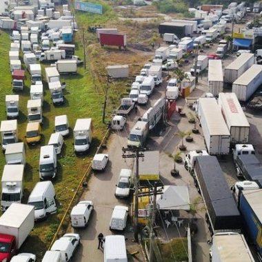 VÃO PARAR? Sem acordo, caminhoneiros preparam manifestações para setembro